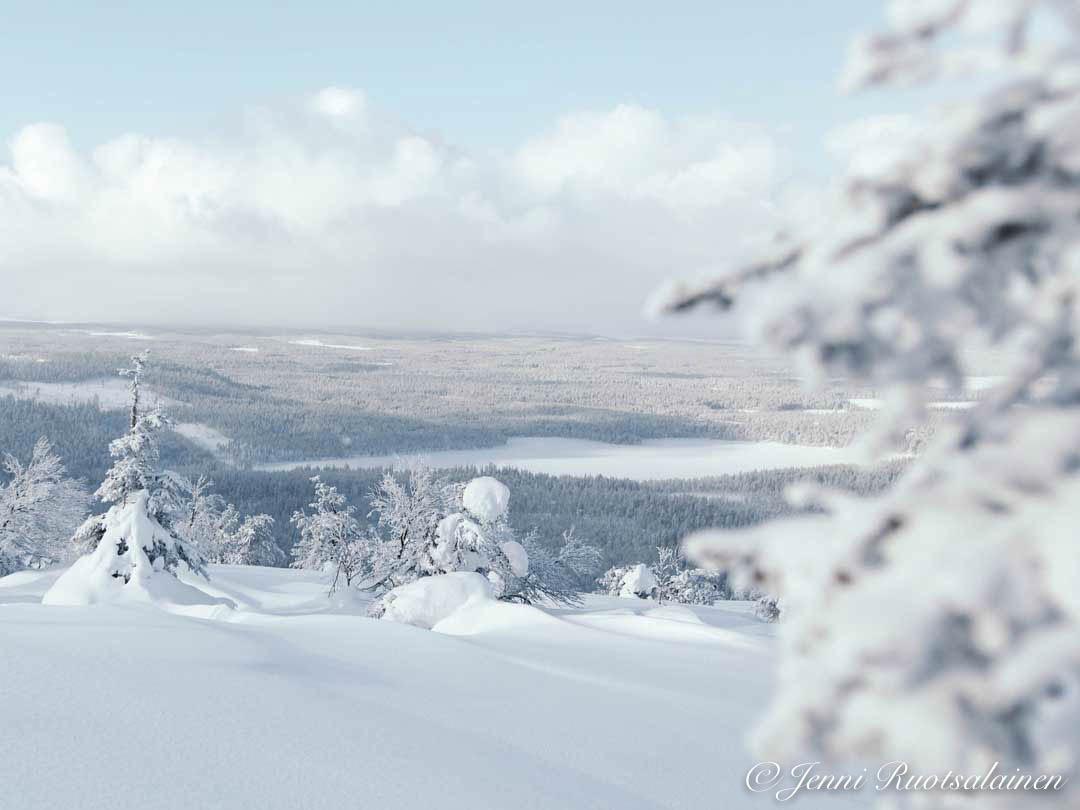 Luminen tunturi Lapissa joulukuussa