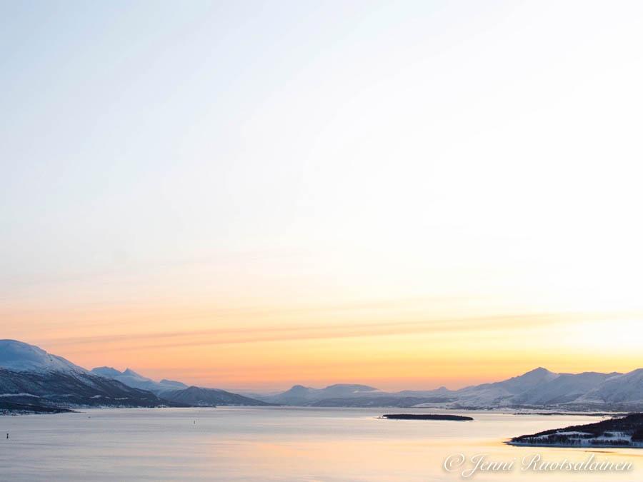 Auringonlasku Norjassa maaliskuussa